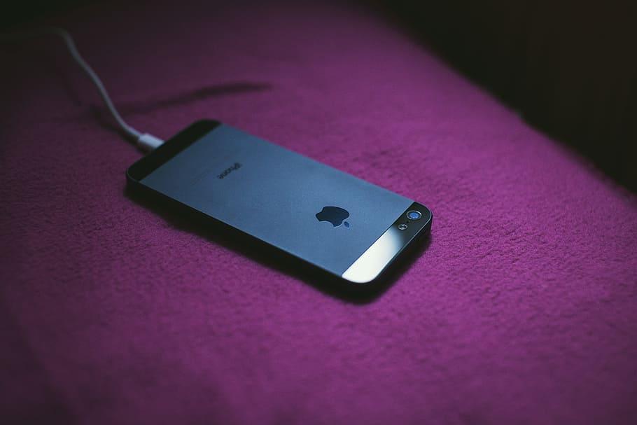 Не оставляйте заряжаться смартфон на ночь